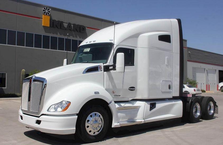 Which Truck Manufacturer is Better? Kenworth vs Freightliner